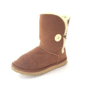 UGG  Bailey Button Boot in Chestnut Size 7